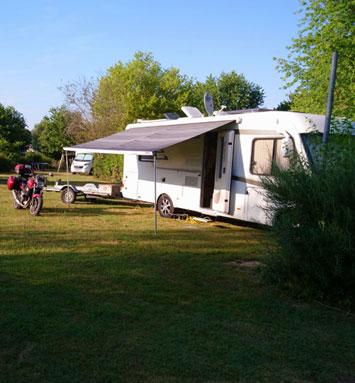 Emplacement Camping-Car du camping les chênes à valençay
