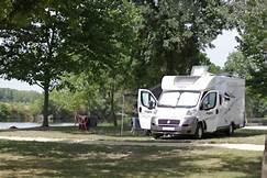 Emplacement pour Camping-Car du camping les chênes à valençay